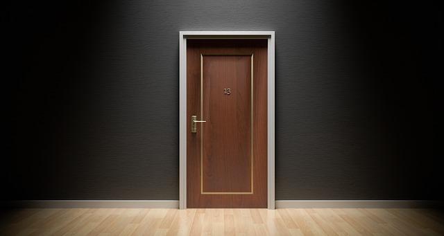 アパートのドア