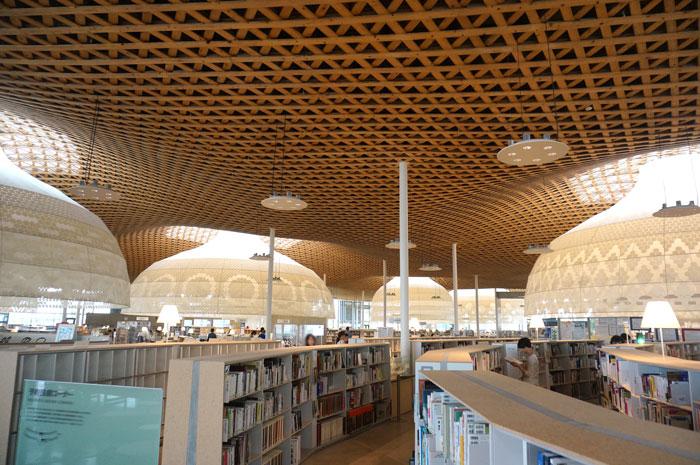 岐阜の図書館メディアコスモス