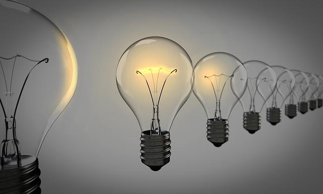 アイデアを示す電球
